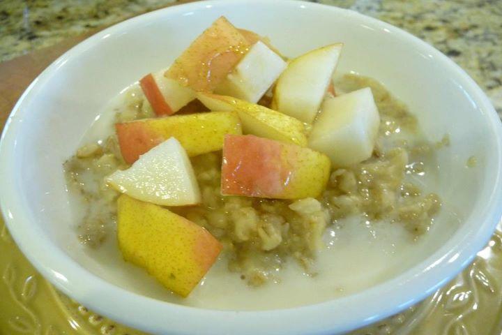 Oatmeal w/Ripe Pear & Raw Honey (w/Gluten-Free Option)