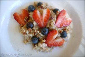 Honey-Cream-Berries-Oatmeal