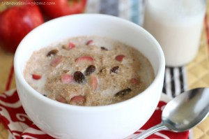 Cinnamon-Apple-Breakfast-Porridge-Close-Up