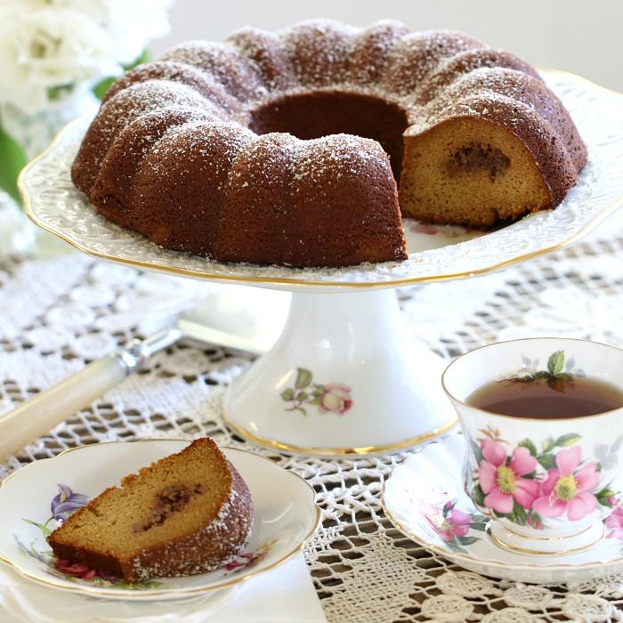 pumpkin-praline-bundt-cake-slice
