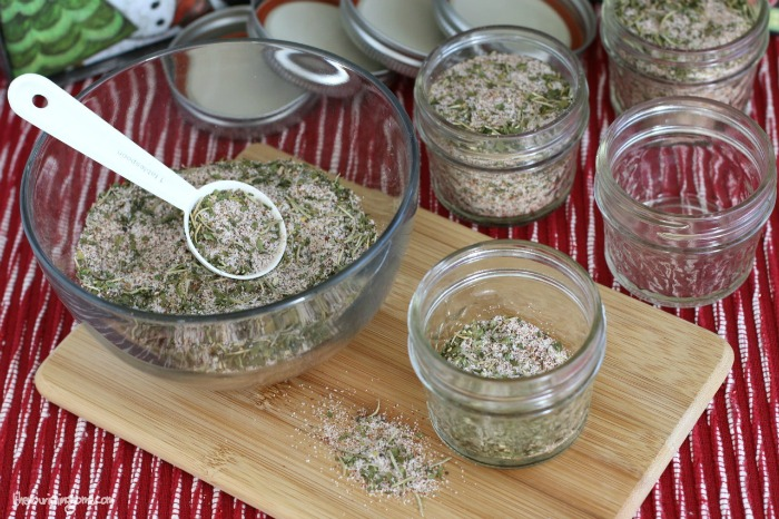 This Season's Greetings Mason Jar Gift is a delicious savory all-purpose seasoning mix that's perfect for seasoning poultry, seafood and veggies.